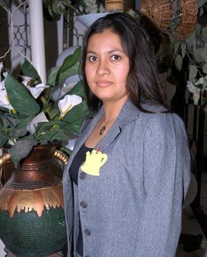 María de la Luz Rivera Barrón contraerá matrimonio con el señor Francisco Lorenzo Durán y por tal motivo fue despedida de su soltería.