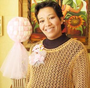 Lizeth Barquet de Yáñez recibió sinceras felicitaciones en la fiesta de canastilla que se le ofreció en días pasados con motivo del próximo nacimiento de su bebé.