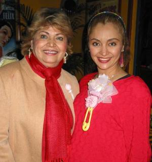 <b><u>01 de febrero </b></u> Marisela Garza acompañada de Tere Vanegas en la fiesta de canastilla que le ofrecieron en fechas pasadas, por el próximo nacimiento de su bebé.