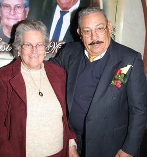Sr. José Mauel Rivas Tinoco y Sra. María Estela Unzueta de Rivas celebraron su 50 aniversario de bodas de oro matrimoniales con una misa de acción de gracias.
