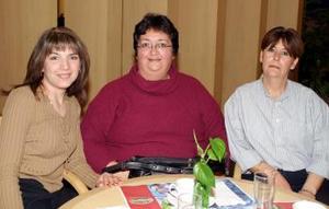 Leticia Saracho, Rosa Cuesta y Rosa de la O. en una tarde de café.