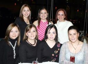 Ana Lucía VIllarreal en compañía de Perla de Anda, Sofía L. de Castillo, Karla Reyes, Yoly Fernández, Belinda Villarreal y Anilú Aranzábal.