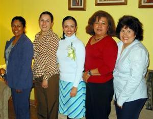 <b><u> 07 de febrero </u> </b><p>  Eva Marcela Gamboa Ramirez en compañía de las oragnizadoras de su despedida de soltera.