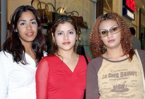 <u><b>06 de febrero</u></b> <p> Paulina Domínguez, Patricia Rodríguez y Miriam Martínez.