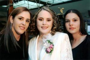 Brenda Vaille Berlanga acompañada de sus hermanas Marcena de Vaille de Villalobos y Astrid Baille Berlanga