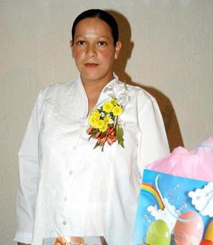 <b><u>06 de febrero </b></u><p> Yasmín Hernández de Díaz fue festejada con un convivio en días pasados.
