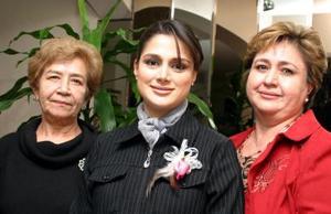 Alejandra Jaik de Mesta con las organizadoras de su fiesta de canastilla.