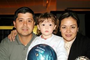 Miguel, Wendy y Paulina González.