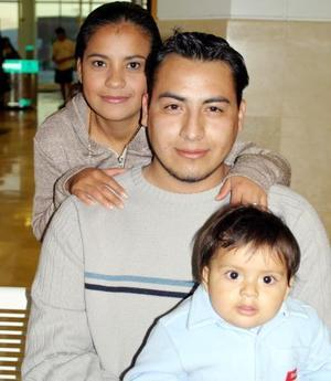 <b><u>07 de febrero</b></u><p> Yolanda Celayo Alba, Víctor Hugo Raygoza Ferniza y Diego Raygoza Celayo.