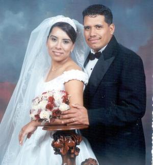 Saúl Joshua Zuñiga Alvarado y Gabriela González Ávila contrajeron matrimonio cristiano en la iglesia El Buen Pastor el  26 de diciembre de 2003.