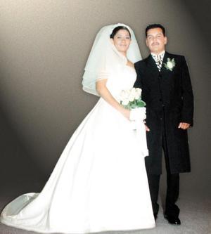 Sr. Miguel Ángel Arreola García y Srita. Romelia Deyanira Hurtado Jiménez contrajeron matrimonio religioso en la parroquia de Santa Ana de ciudad Nazas, Dgo., el 19 de diciembre de 2003.