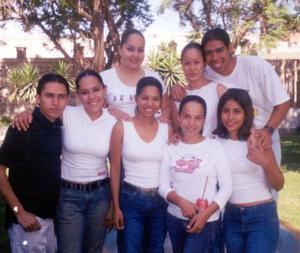 Brenda, Janeth, Rafa, Pablo, Nora, Cinthia, Pily y Ana captados en pasada reunión social.
