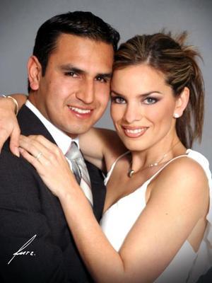 <b><u>08 de febrero</b></u><p> Sr. Jorge Mata Carlos y Srita. Patricia Acosta Rodríguez efectuaron su presentación religiosa en la parroquia de Nuestra Señora de la Virgen de Lourdes y contrajeron matrimonio el 1 de enero de 2004.