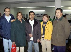 <u><b>08 de febrero</u></b><p> Jonathan Alvarado fue despedido antes de viajar a Chile por Manuel Álvarez, Brigitte Bossart y Alberto y Guillermina Alvarado.