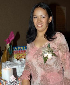 Elizabeth Salazar Lozano en su despedida de soltera, realizada en fechas pasadas.