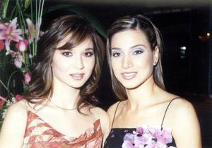 Ana Elisa Viesca Corrales con su hermana Cristina.
