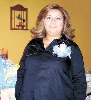 lma Argelia Valdés Delgadillo en la fiesta de canastilla que le ofrecieron en honor del bebé que espera.