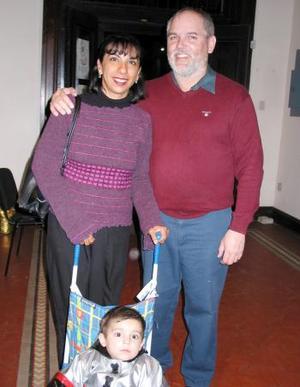 Allan Wall, Lilia Azpe de Wall y Rafael Wall Azpe.