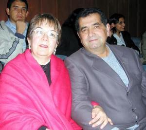 Blanca Alicia Morales de González y Bernardo González N.
