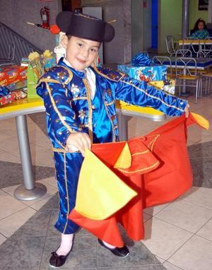 Carlos Salomón festejó su cumpleaños con una divertida fiesta taurina en días pasados.