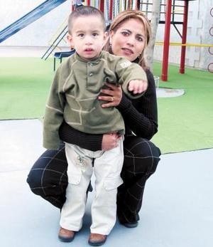El pequeño Marco Antonio López Juárez festejó su tercer cumpleaños con una divertida reunión preparada por su mamá Diana Karina Juárez de López.