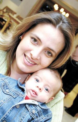 Maite Aguirre de Anaya con su hijo Miguel Ángel Anaya Aguirre.