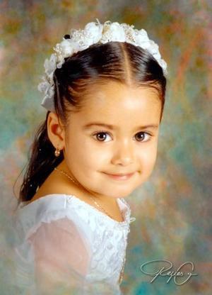 Niña Lesly Pamela Ramírez Cuevas en una fotografía de estudio con motivo de sus tres años de vida; es hija de los señores Antonio César Ramírez y Silvia Estela Cuevas de Ramírez.Estudio- Reyes G.