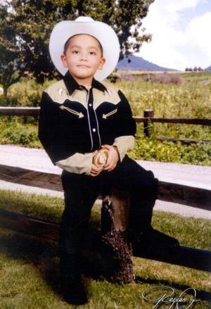 <b><u>08 de febrero</b></u><p> Niño Francisco Armando González Rosales hijo de la Dra. Mary Carmen RoOsales al festejar cinco años de vida. Estudio- Reyes G.