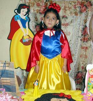 De una divertida piñata disfrutó Arely Sarahi Álvarez Canales, por su quinto cumpleaños.