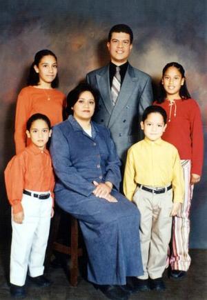 Antonio Lara Prieto y María Elena Cruz de Lara festejaron el 15 aniversario de su matrimonio en compañía de sus hijos, Andrea, Mariana, José Antonio y Daniel Antonio.