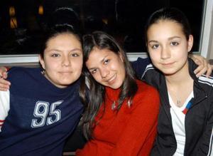 Cristina Beltrán, Marcela Moreno y Paulina Beltrán, e una tarde de café.