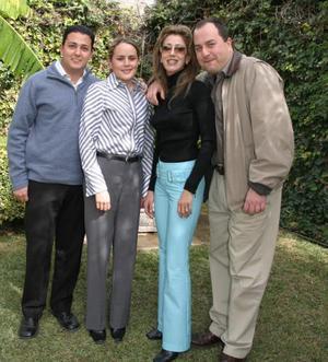 <b><u>11 de febrero</b></u><p>   Julio Villalobos, Brenda Baille, Elizabeth Segura y José Antonio Vázquez, en pasado acontecimiento social.