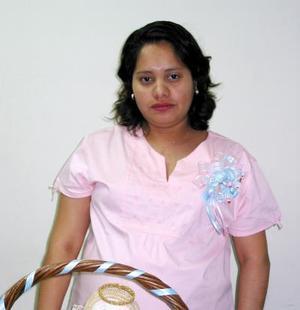 <b><u>10 de febrero </b></u><p>  Nereida Rivera, captada en la fiesta que se le organizó por el próximo nacimiento de su bebé