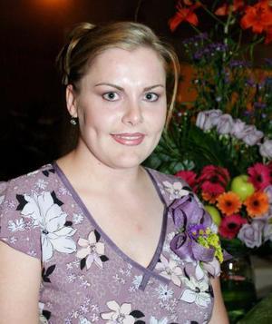 Leisa Planut lució feliz en su primera despedida de soltera.