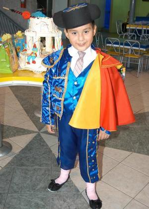 El niño Carlos Salomón festejó su cumpleaños, con un agardable convivio que le organizaron sus padres en días pasados.