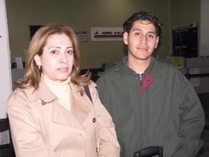 Josefina Vázquez viajó a Tijuana y fue despedida por Dustin Reyes.
