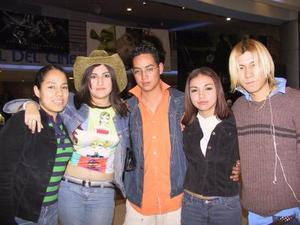 Gaby González, Katia Palma, Víctor D´León, Rodrigo Escobedo y Jessyca Gusman.