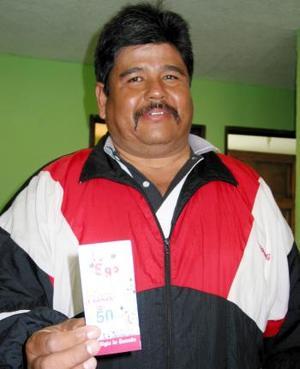 La suerte llega al hogar del profesor Juan Alvarado Galarza de la colonia Las Gabrielas en Francisco I. Madero, él es maestro en la escuela primaria José María Morelos en el ejido California, da clases en quinto año desde hace 28 años .