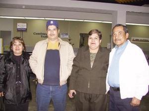A San Diego California viajó Ángel Delgado y sus hijos Ángel y Silvia.