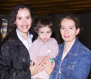 <u><b>14 de febrero</u></b><p> Yadira de Salgado regresó a México y fue despedida por Leticia y Beto Cansino.