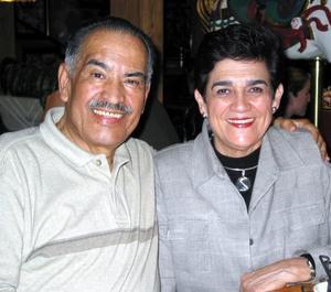 Antonio Anaya Flores y Marilú Finck de Anaya.