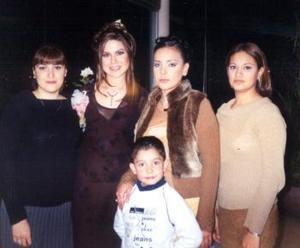 Denisse de Alonso, Iliana Arredondo, Mabel  Rosales y Luis Galindo, acompañaron a Bety Esparza Braña  en su despedida de soltera.