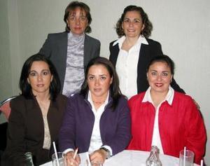 <b><u> 14 de febrero </u> </b><p>  Rocío González, Angelina Ruenes, Aracelí Martínez, Mary Tere Martín, Marcela González en la primera junta del Club Isabel la Católica.