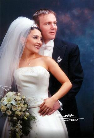 Sr. Kennet Erstad y Srita. Cristina Alatorre Cantú contrajeron matrimonio religioso en la parroquia Los Ángeles. <p> <i>Studio Sosa</i>