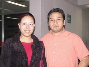 Ivonne Gallaga y Ernesto González viajaron para atender negocios en México.