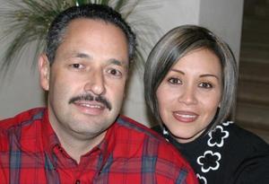 Javier González Dueñes y su esposa Mayra Corral de González.