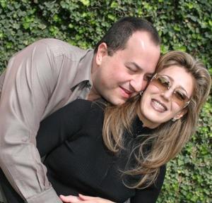 José Antonio Vázquez y Elizabeth Segura.