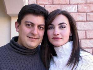Mónica y Héctor captados en pasado festejo social.