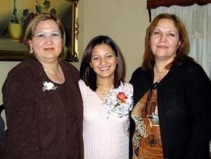 Liz Reyes González en compañía de Rosy González de Aguilar y Gloria González de Reyes, organizadoras de su despedida de soltera