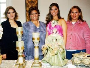 <u><b>16 de febrero</u></b><p> Cristina Alicia Soto con Lilia Soto, Cristina Chávez y Alma Cervantes anfitrionas de su festejo.